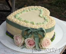 торт сердечко с цветами
