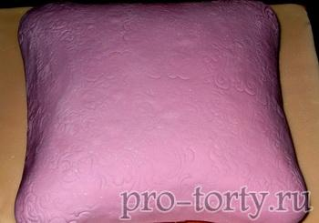 торт в форме подушки